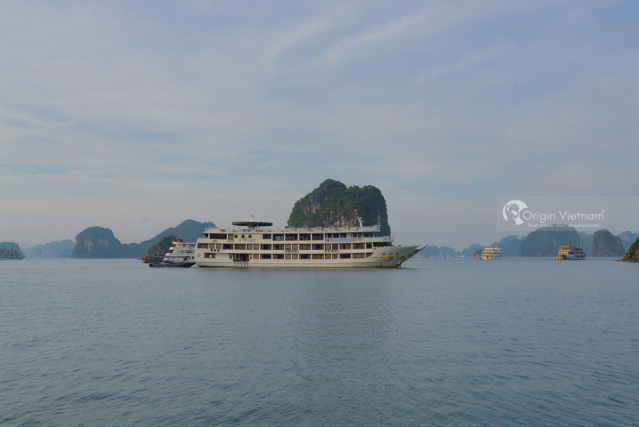 Luxury overnight cruise Halong Bay