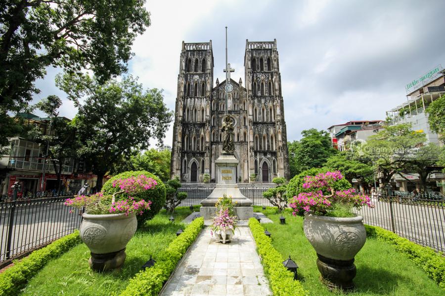 Visit Cathedral through Hanoi City tour