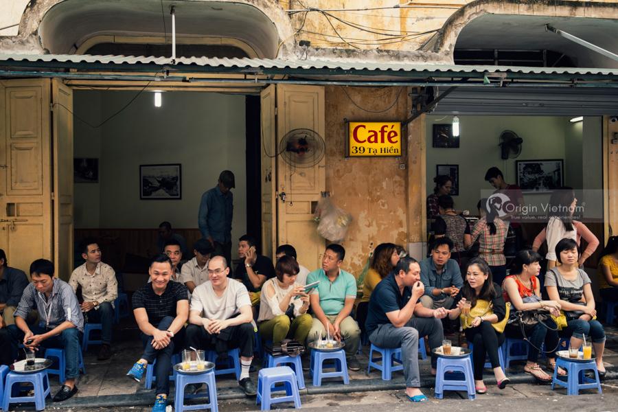 Discover Hanoi culture through sidewalk coffee