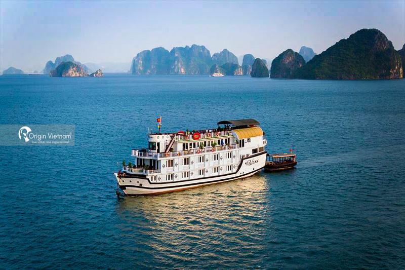 Select Halong Bay Or Bai Tu Long Bay For Summer Vacation