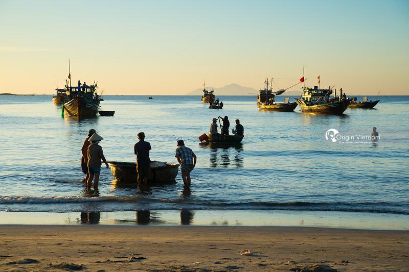 Fishermen work in sunrise in My Khe beach