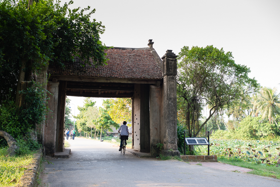 Entrance to Duong Lam