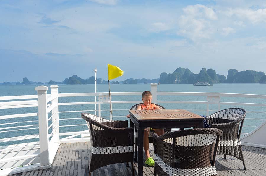 Travel Ha Long Bay On Summer