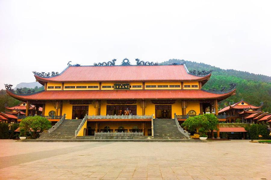 Ba Vang Temple