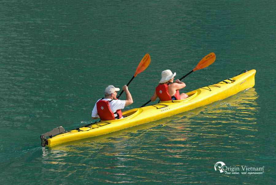 Your trip will be more interesting when discover Ha Long bay by kayak