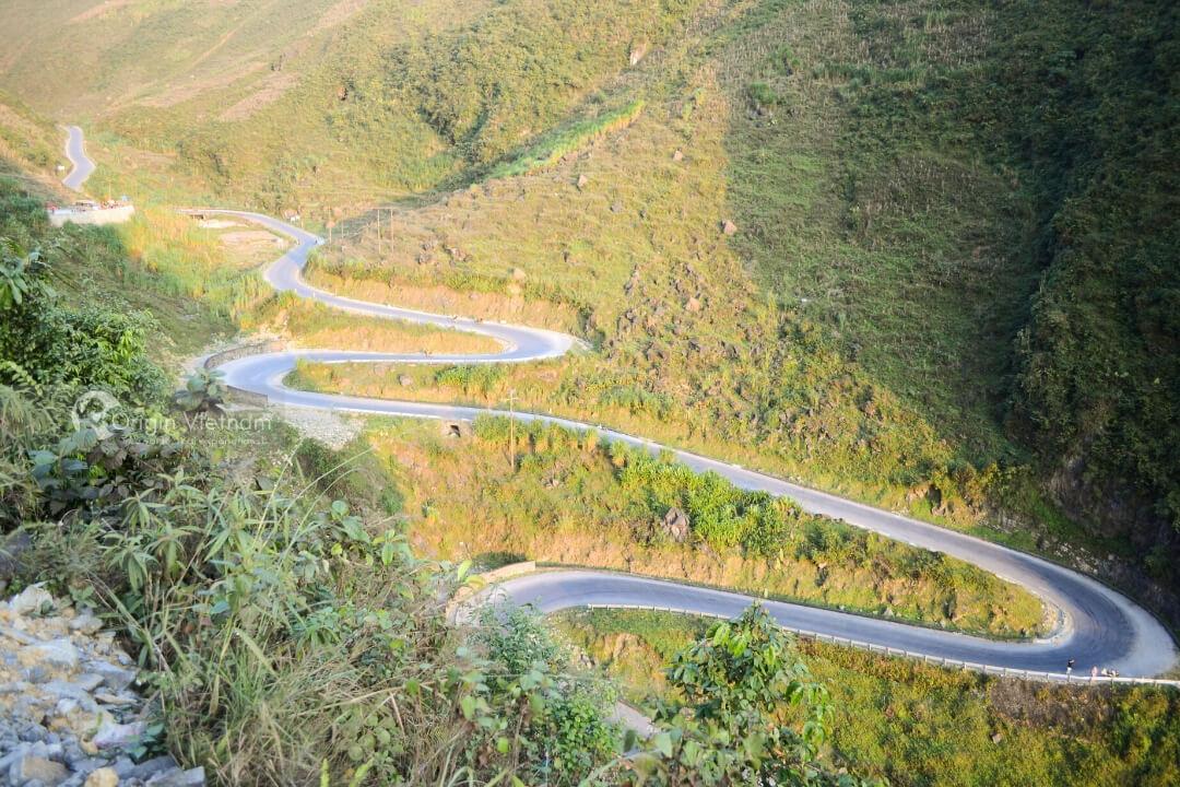 The roads like the F1 race of Ha Giang