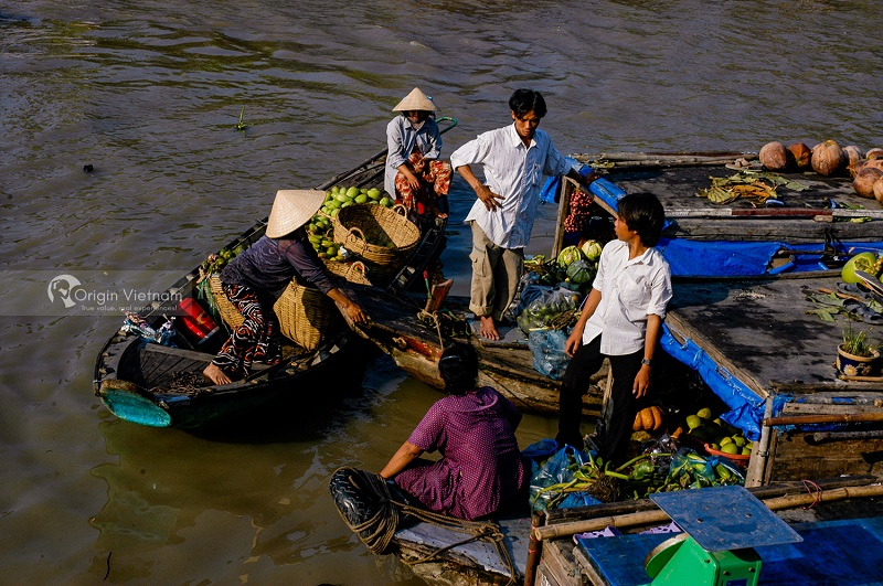 Phung Hiep Floating Market