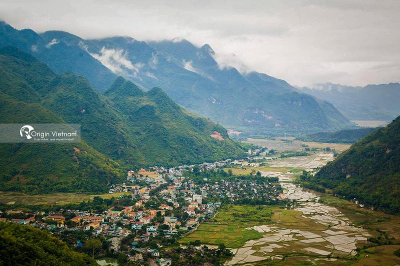 Mai Chau town from Thung Khe pass