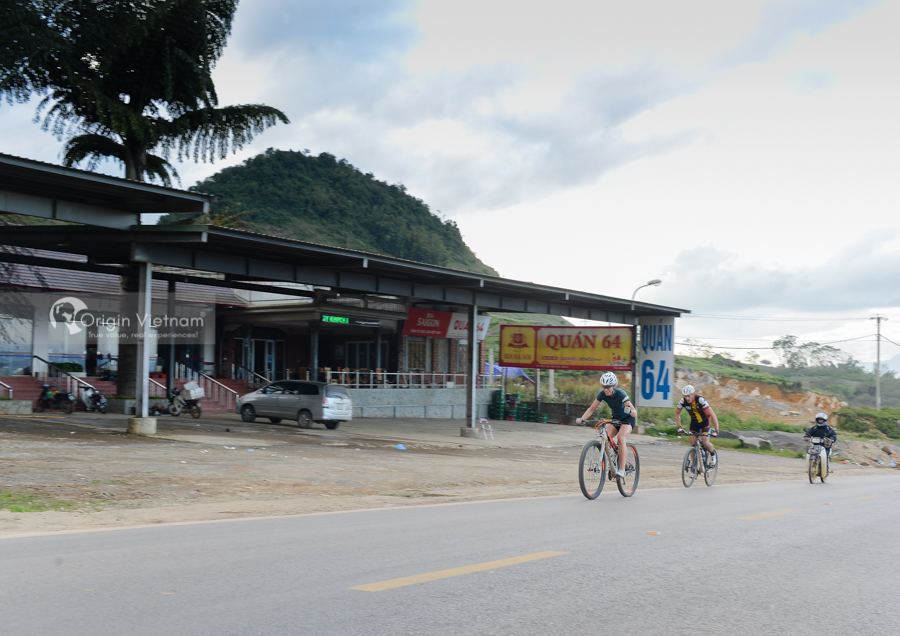 How to get to Moc Chau from hanoi