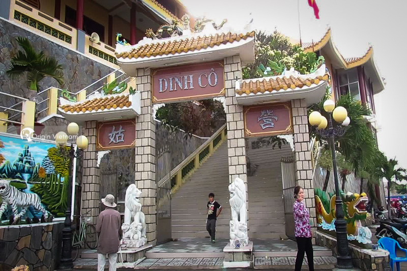 Dinh Co temple gate