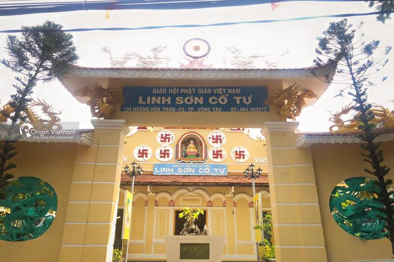 Linh Son Co Tu pagoda gate
