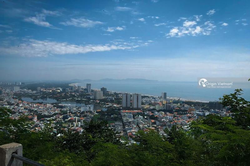 The beautiful sea city from Vug Tau lighthouse