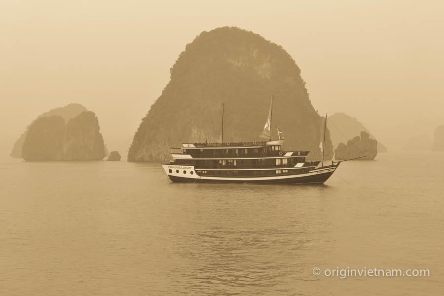 Bo Hon island - Halong Bay