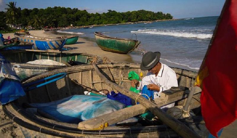 Nam O fishing Village