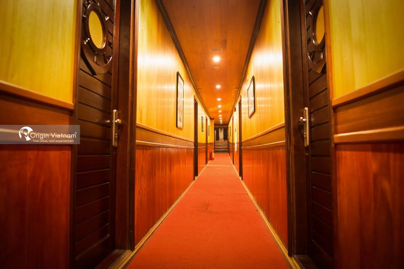 Lobby of overnight cruise Halong Bay