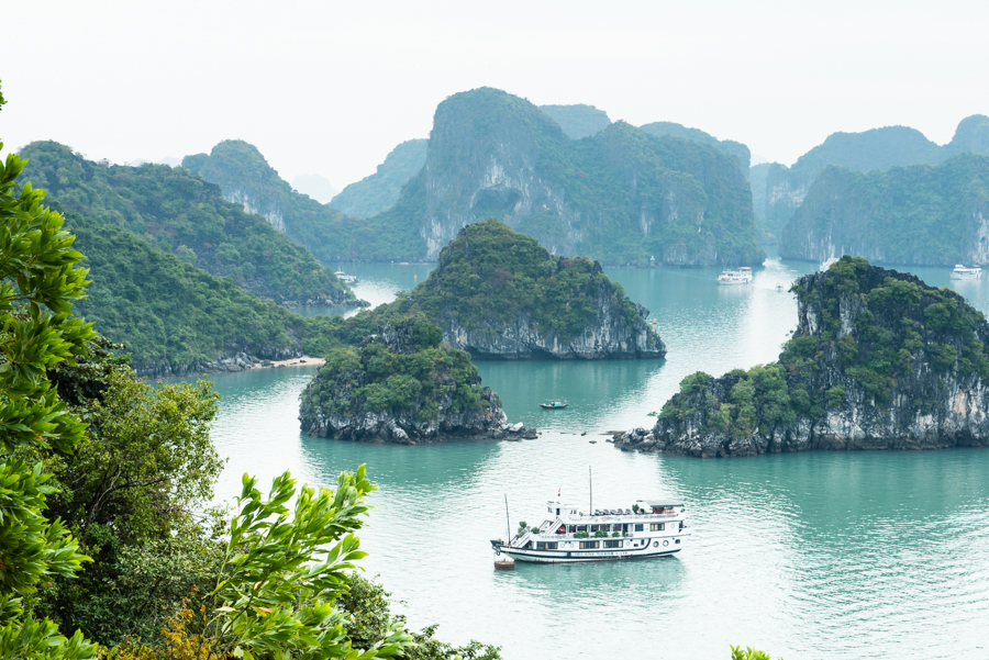image view halong bay and boat