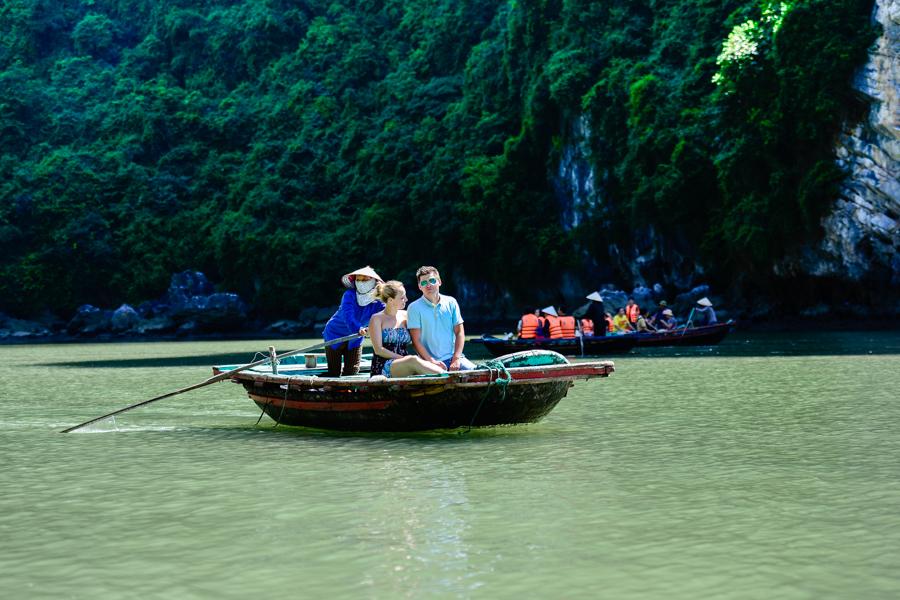 image of tourist visiting Hoa Cuong fishing village