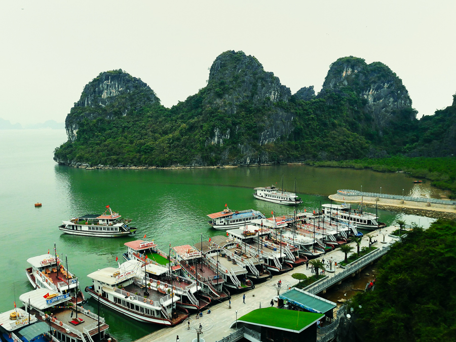 View from thien cung cave