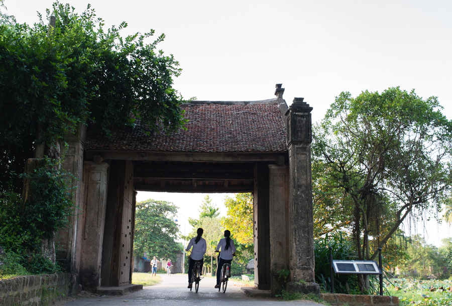Welcome to Duong Lam ancient village