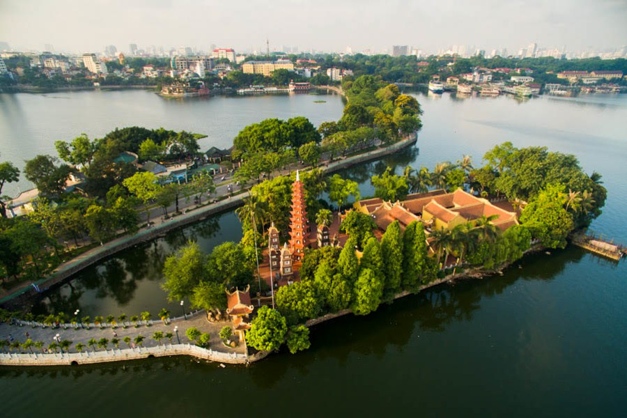 Tran Quoc pagoda in Hanoi West Lake