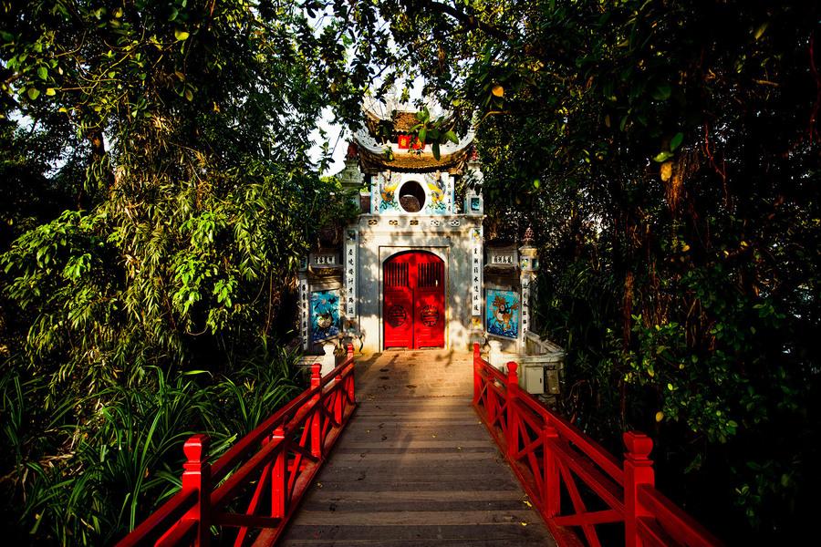 Ngoc Som temple in Hoan Kiem lake