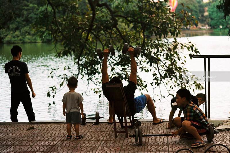 Morning in Hoan Kiem lake