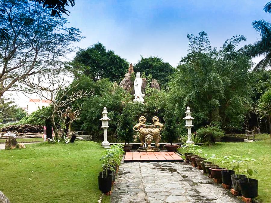 Quan Am statue at Chuc Thanh Pagoda