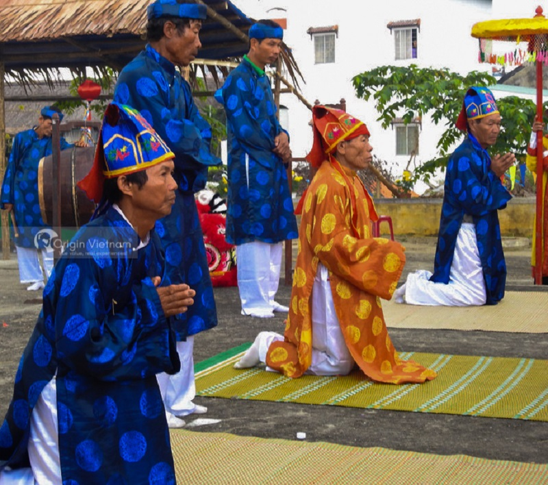 Attend a traditional festival when traveling to Hoi An
