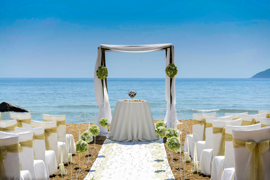Wedding service on Lang Co Beach