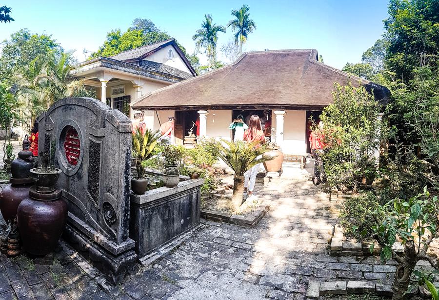 travel to Phuoc Tich Ceramic Village