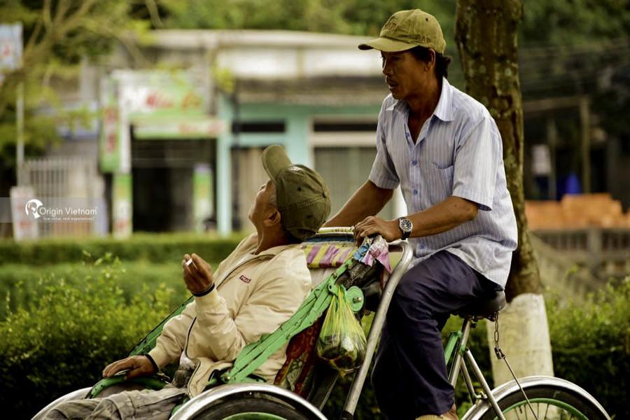 Ride a cyclo through Hue City