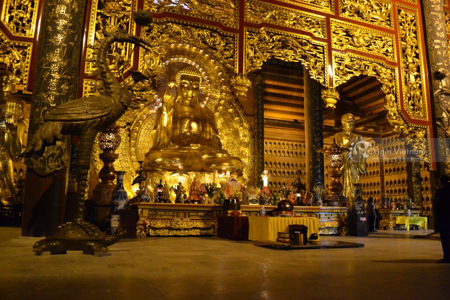 Golden statue in Bai Dinh Pagoda