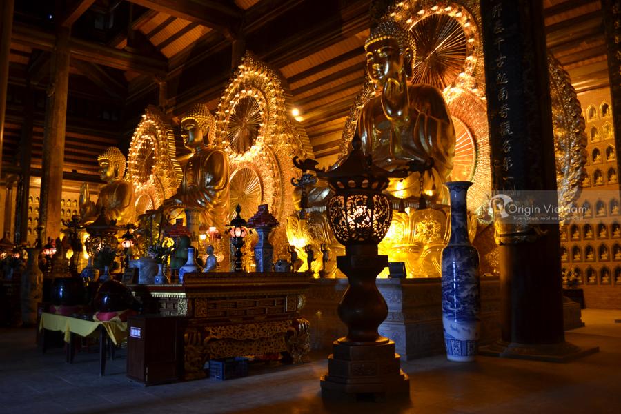 Huge statue in Bai Dinh