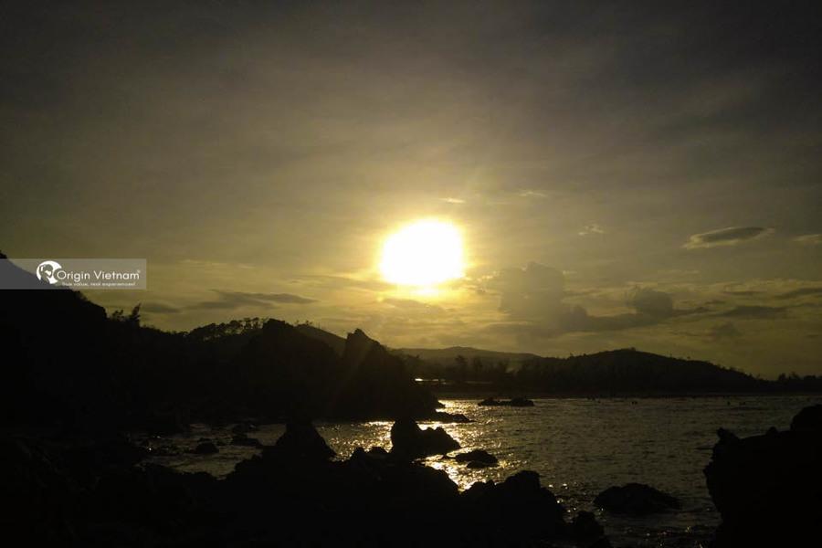Sunrise on Da Nhay beach