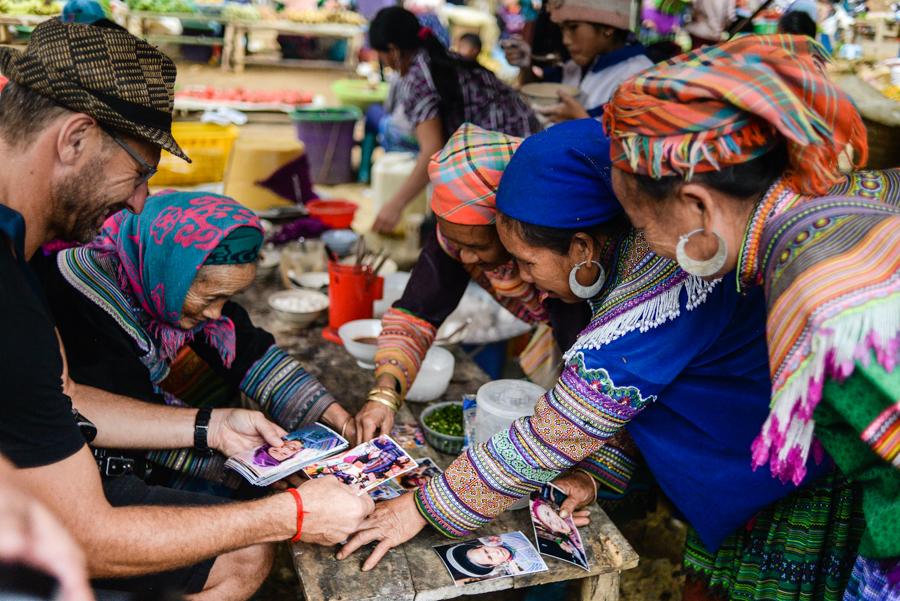 Image of tourist in Lung Khau Nhin Market