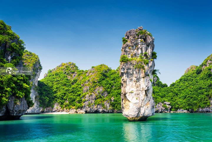 Halong bay tour, enjoy stunning view of island