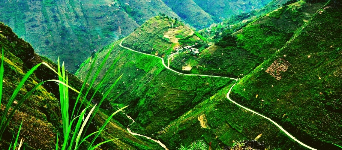 The roads like the F1 race of Ha Giang